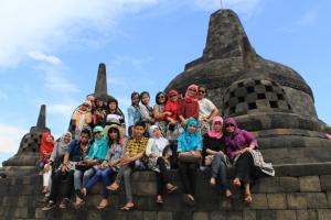Mahasiswa & Mahasiswi STIKes Mega Rezky Makassar pada saat Tour ke Borobudur - Jogjakarta.